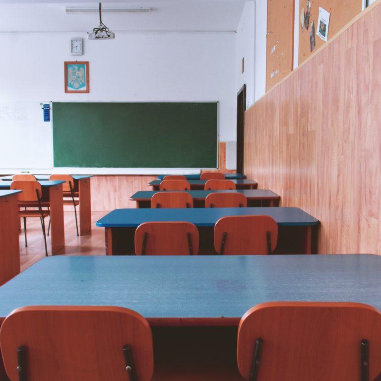 Escuelas y academias